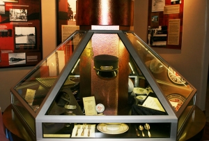 AST Exhibits designed this display case to mimic the feel and texture of typical railroad design during the early 20th Century.